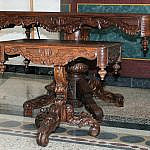 Altartisch mit Kredenz