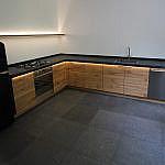 L Küche mit Schieferplatte