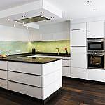 Küche mit Glasfronten